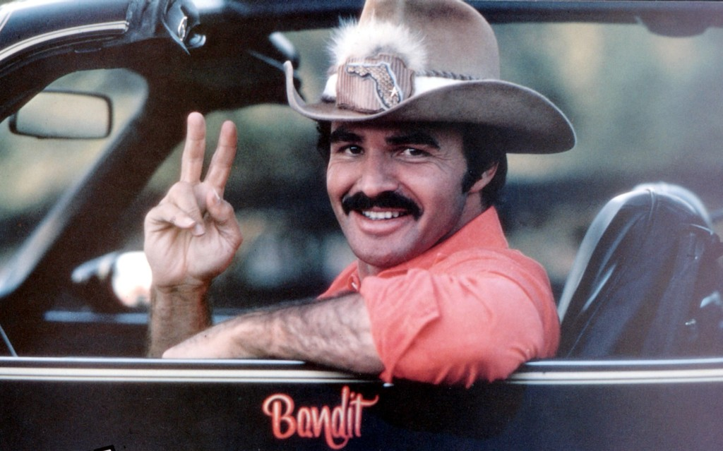 No Merchandising. Editorial Use Only. No Book Cover Usage. Mandatory Credit: Photo by Universal/Kobal/REX/Shutterstock (5884845e) Burt Reynolds Smokey and The Bandit - 1977 Director: Hal Needham Universal USA Film Portrait Action/Comedy Cours après moi, Shérif